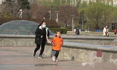Rơi nước mắt lý do phía sau hình ảnh bé gái 7 tuổi ngày nào cũng kiên trì chạy bộ 10km