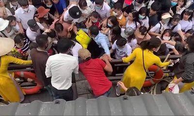 Hàng vạn người đổ xô đi lễ chùa Tam Chúc trong ngày cuối tuần