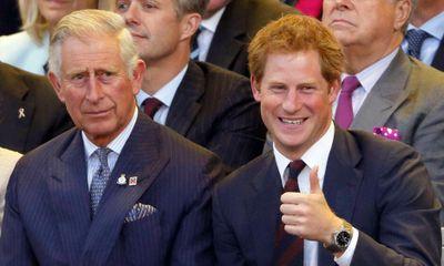 Hé lộ nguyên nhân Thái tử Charles không nhận điện thoại của Hoàng tử Harry