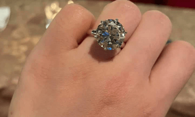 Hỏi mua nhẫn kim cương của Ngọc Trinh tặng bạn gái, chàng trai nhận