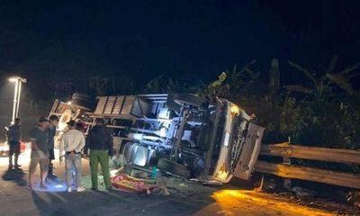 Tin tai nạn giao thông ngày 19/3: Lật xe tải và xe cẩu ở đèo Lò Xo, 1 người chết
