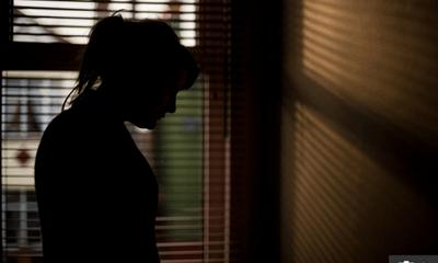 Thiếu nữ 15 tuổi bị đánh thuốc mê và cưỡng hiếp bởi ít nhất 20 người đàn ông, chiêu