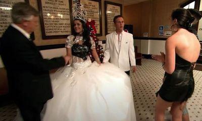 Dì của chú rể nói xấu cô dâu khiến chị họ tức tối, biến lễ cưới thành