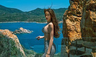 Hồ Ngọc Hà diện áo ngắn