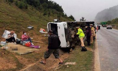 Sơn La: Kinh hoàng xe chở 20 khách lật ngang khiến 2 người thương vong