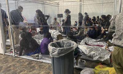 Hé lộ những hình ảnh 'sốc' trong khu giữ trẻ em di cư tại biên giới Mỹ-Mexico