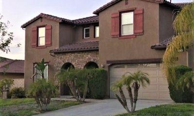Cặp đôi bỏ gần 13 tỷ để mua nhà nhưng không thể dọn về sinh sống, trơ mắt nhìn nhà bị phá hoại