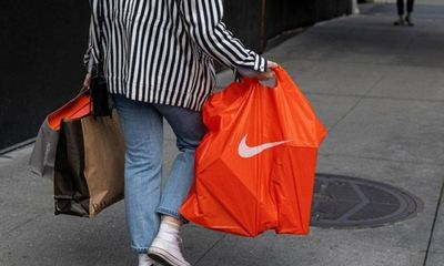 Vương Nhất Bác, Đàm Tùng Vận cùng loạt sao Trung Quốc đình đám chấm dứt hợp đồng với Nike, H&M..