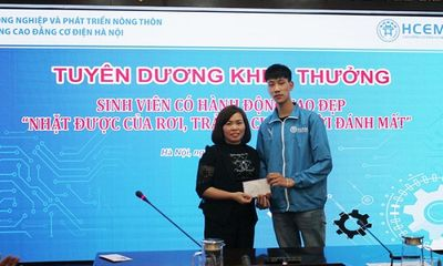 Hà Nội: Nam sinh viên nhặt đươc 10 triệu đồng trả người đánh mất