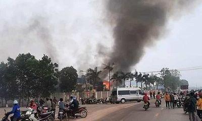 Kinh hoàng cảnh công ty may mặc ở Thanh Hóa bốc cháy ngùn ngụt