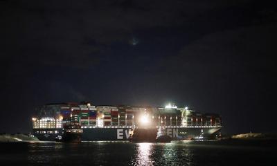Vụ tàu mắc kẹt ở kênh đào Suez: Ai là người chịu trách nhiệm?