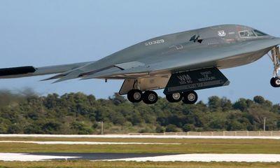 'Quái vật' tàng hình' B-2 Spiri 'song kiếm hợp bích' với 'sát thủ' F-35 Lightning II