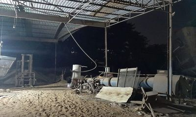 Tai nạn lao động thương tâm, người đàn ông bị cối xay cát nặng hơn 2 tấn đè tử vong
