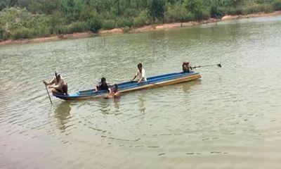 Chèo ghe ra tắm hồ, nam thanh niên 18 tuổi tử vong vì đuối nước