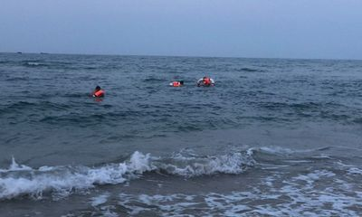 Quảng Trị: Tìm thấy thi thể nam sinh 16 tuổi bị sóng cuốn mất tích khi ra biển tắm cùng bạn