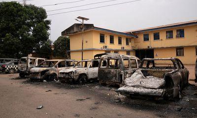 Cuộc vượt ngục lớn nhất Tây Phi: Hơn 1.800 tù nhân trốn thoát sau vụ nhà tù Nigeria bị tấn công bất ngờ