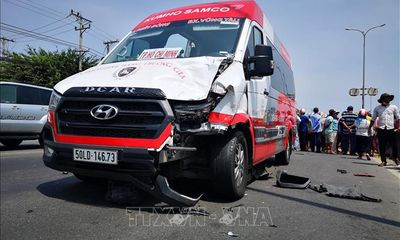 Tin tai nạn giao thông ngày 7/4/2021: Xe máy va chạm ô tô, 2 người chết