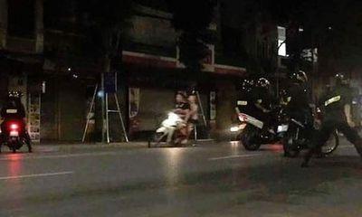 Hà Nội: CSCĐ bắt nhóm học sinh đua xe máy trong đêm náo loạn đường phố