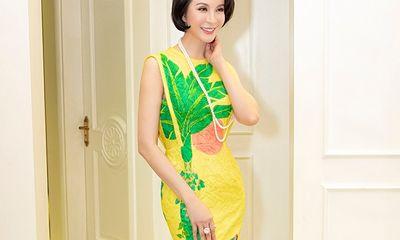 MC Thanh Mai khoe vòng eo con kiến và thân hình đồng hồ cát ở tuổi U50