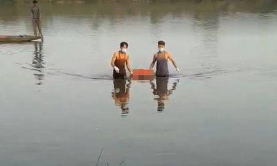 Kinh hãi phát hiện thi thể người đàn ông trên sông