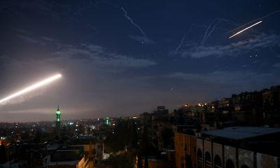 Video: Thủ đô Damascus rực sáng khi bị nã hàng loạt tên lửa từ hướng cao nguyên Golan