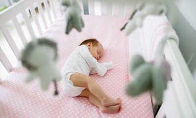 Con chỉ ngủ 1,5 giờ/ngày, cha mẹ