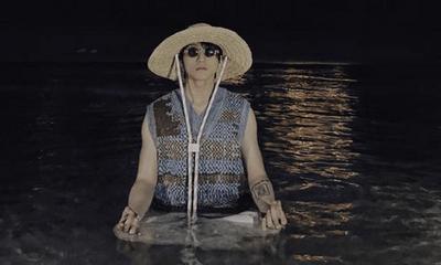 Tin tức giải trí mới nhất ngày 10/4: Sơn Tùng MT-P xuất hiện giữa hồ bơi sau 2 tháng im ắng