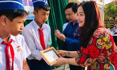 Ba học sinh cứu người đuối nước được trao huy hiệu