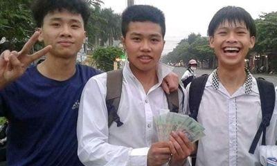 Tuyên dương nhóm học sinh nhặt được 50 triệu đồng tìm người trả lại