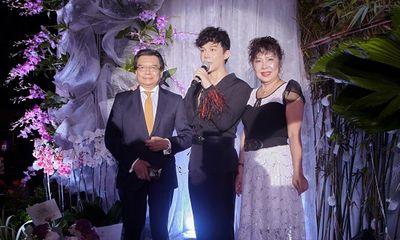 Bố mẹ Nathan Lee hội ngộ trong tiệc thượng lưu của con trai sau 20 năm