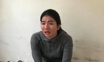 Nghẹn đắng tiếng khóc thét của đứa trẻ 2 tuổi khi mẹ tra tay vào còng