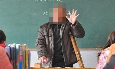 Thầy giáo có gia cảnh khó khăn bị bắt vì cáo buộc lạm dụng tình dục nhiều học sinh tiểu học