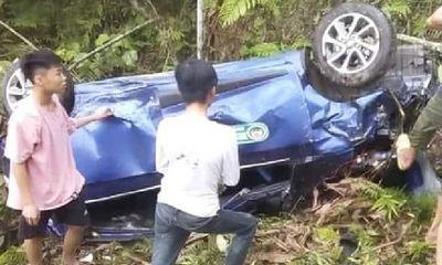 Hòa Bình: Ô tô vỡ nát dưới vực sâu gần 100m, 4 người thương vong