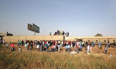 Ai Cập: Tàu trật bánh khiến hơn 100 người thương vong