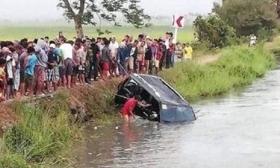 Kinh hoàng hiện trường vụ ô tô lao xuống kênh khiến 13 người tử vong thương tâm