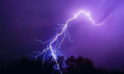 Tây Ninh: Bị sét đánh khi đi đánh cá lúc trời sắp mưa, 4 người thương vong