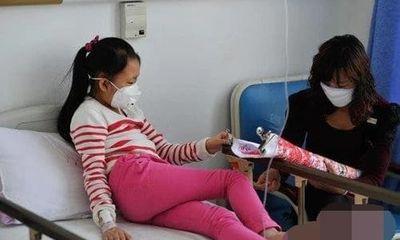 Bé gái không may mắc phải ung thư máu chỉ vì thói quen dùng bát đũa sai lầm này