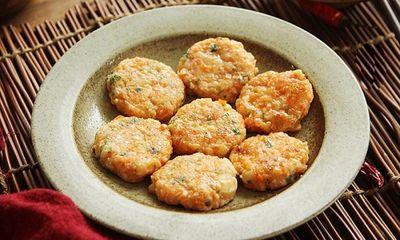 Chế biến món bánh tôm thơm ngon cho cả nhà mà không cần dùng tinh bột