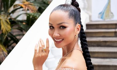 Hoa hậu H'Hen Niê khoe khả năng tự trang điểm, thần thái ngời ngời thu hút mọi ánh nhìn