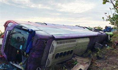 Lật xe khách giường nằm ở Đắk Lắk, hơn 40 người bị thương