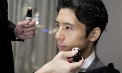 Nguyên nhân gì khiến nhiều nam đại gia từ U40 ở Nhật Bản bắt đầu thích làm đẹp?