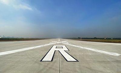 Bị sét đánh trúng, một đường băng sân bay Tân Sơn Nhất phải tạm đóng cửa gần 1 giờ