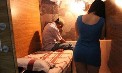 Bắt quả tang 2 đôi nam nữ đang mua bán dâm trong tiệm cắt tóc