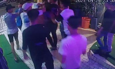Nhóm thanh niên hỗn chiến vì mâu thuẫn trong quán bar, 3 người thương vong