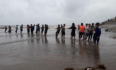 Thanh Hóa: Tìm thấy 2 thi thể học sinh đuối nước khi tắm biển