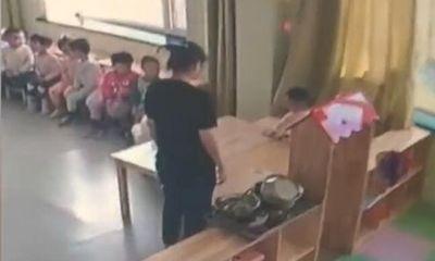 Bật camera xem con nhỏ ăn trưa, cha mẹ