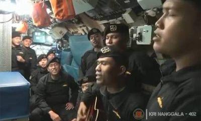 Vụ chìm tàu ngầm Indonesia: Xôn xao đoạn video các thủy thủ hát ca khúc chia tay trước khi gặp nạn