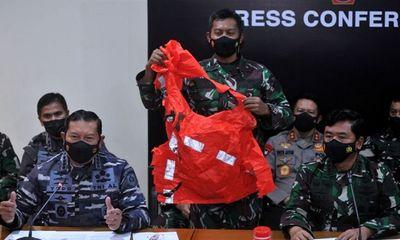 Vụ tàu ngầm Indonesia bị chìm: Mảnh áo thoát hiểm hé lộ phút cuối của thủy thủ