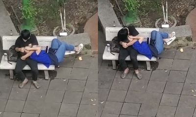 Cặp đôi sinh viên thản nhiên ôm hôn, nằm lên đùi nơi công cộng khiến nhiều người phẫn nộ