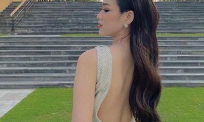 Đỗ Thị Hà diện váy khoét sâu đến gần hông, khoe lưng trần gợi cảm khiến ai cũng